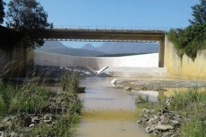 The existing Garden Route Dam spillway was only 25 m wide.
